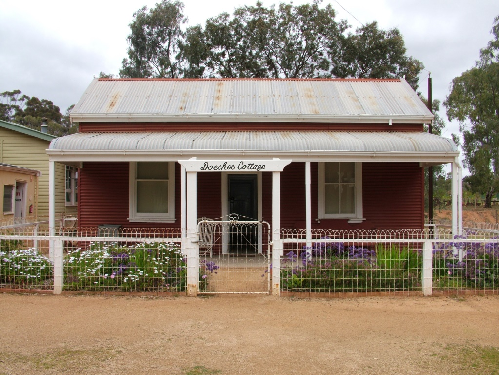 Timber Cottage - The Village Historic Loxton